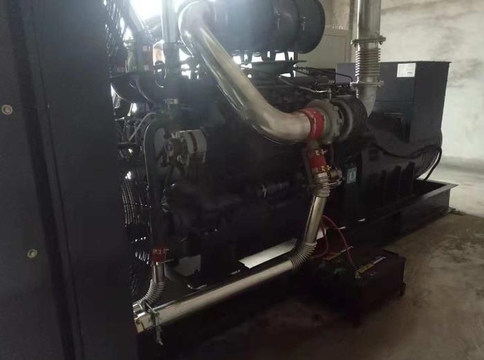 1200千瓦柴油发电机组1.jpg